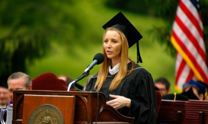 http://loanpride.com/wp-content/uploads/2017/03/lisa-kudrow-vassar-college-commencement-meryl-streep-15.jpg