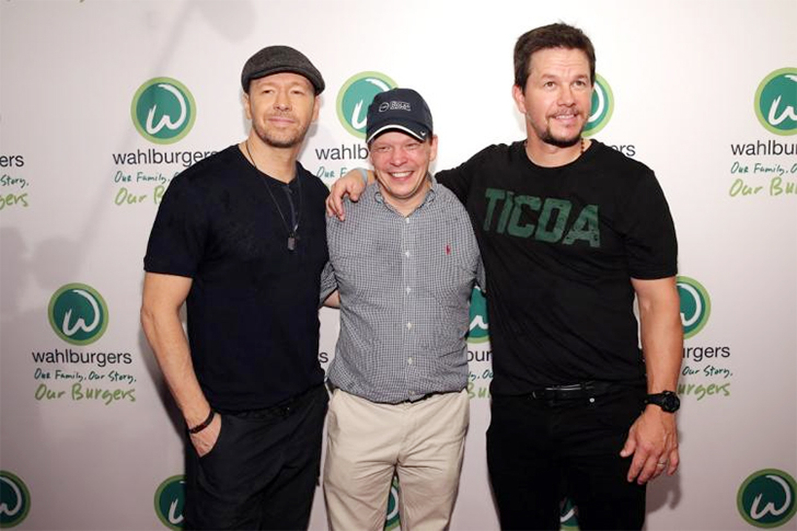 http://loanpride.com/wp-content/uploads/2017/08/Mark-and-Donnie-Wahlberg-Wahlburgers.jpg